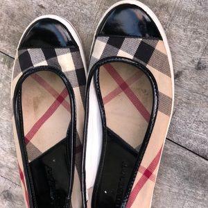 Authentic Burberry Flat Shoes Women' sz 40🌺